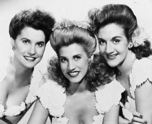Patty Andrews (center), flanked by Maxene and LaVerne.